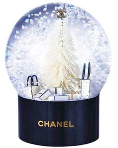 No better way than celebrating it with #Chanel. Here is The list #santa! www.maritakassis.com #MpireMode #snowglobe #gifts #fashion #magic #christmastree #style #blogger #blog
