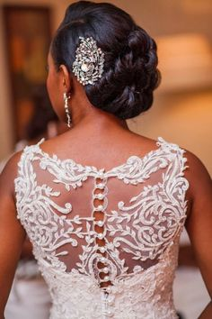Love the detail on the back of this dress. The pearls and lace are stunning.