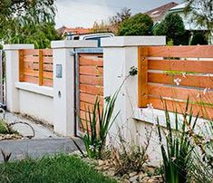 5 Swift Tips: Tall Front Yard Fence backyard fence mulches.Home Fence Design glass fence staircase.Home Fence Design. Wood Fence Design, Modern Fence Design, Privacy Fence Designs, Gate Design, Brick Fence, Front Yard Fence, Wooden Fence, Fenced In Yard, Wooden Boards