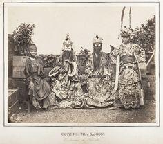Chân dung các nghệ sĩ tuồng ở Sài Gòn năm 1866 (ảnh: Emile Gsell)