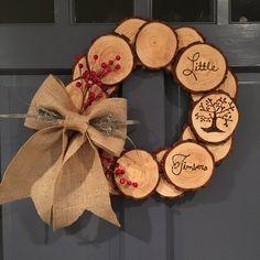Items similar to Wood log wreath. Wood slice burned wood wreath on Etsy Items similar to Wood log wreath. Wood slice burned wood wreath on Etsy Wood Slice Crafts, Wood Burning Crafts, Wooden Crafts, Wooden Wreaths, Wooden Slices, Wood Logs, Diy Holz, Diy Décoration, Sell Diy
