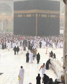 Heavy Rainfall in in past weeks, O Allah keep our Brothers and Sisters safe, who are offering of The 😇 Mecca Madinah, Mecca Masjid, Masjid Al Haram, Islamic Images, Islamic Pictures, Islamic Art, Journey To Mecca, Mecca Islam, Medina Mosque