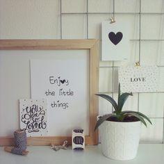 Deze leuke items zijn te koop bij www.me-inspiring-myself.nl  #meinspiringmyself #webshop #zwartwit #blackwhite #stickers #showrek #bakkertouw #posters #kaarten