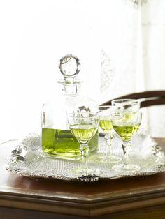 Liquore al rosmarino: Scopri come preparare questa deliziosa ricetta. Facile, gustosa e adatta ad ogni occasione.