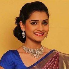 ❤❤❤❤❤ Actress Pics, Beautiful Girl Photo, Saree Dress, Beautiful Actresses, Girl Photos, Celebrities, Marathi Status, Beauty, Girl Face