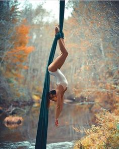50 Amazing Aerial Yoga Poses For Yoga Lover 2019 - Page 24 of 50 - Chic Hostess . 50 Amazing Aerial Yoga Poses For Yoga Lover 2019 – Page 24 of 50 – Chic Hostess Amazing Aerial Aerial Acrobatics, Aerial Dance, Aerial Hoop, Aerial Arts, Aerial Silks, Aerial Gymnastics, Yoga Pictures, Yoga Photos, Belly Dancing Classes