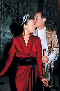 The Hon (Mr and) Mrs Howard wearing the Cartier Henderskelfe tiara, 1904, at her 40th birthday party in 2003.