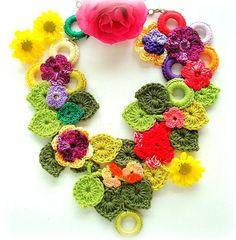 Flores no canteiro, colar de crochê | Flickr - Photo Sharing!
