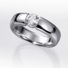 Anillo solitario de diamantes BUDA. Anillo solitario con diamante central  talla brillante engastado en una montura de oro de 18 kilates o platino  fino con ... 1d1f2cfdcb
