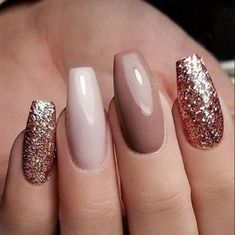70 Eye-catching And Fashion Acrylic Nails, Matte Nails, Design You Should Try In Prom And Wedding - Nail Idea 20 #naildesigns #AcrylicNailsNatural Glittery Nails, Matte Nails, Gold Glitter, Sparkle Nails, New Year's Nails, Fun Nails, Gorgeous Nails, Pretty Nails, Coral Nails With Design