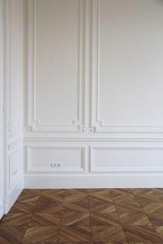 Boiserie - I just love this inlaid pattern - it reminds me of castles I visited in Europe. Timber Flooring, Parquet Flooring, Floors, Hardwood Floor, Parquet Tiles, Wood Parquet, Interior Architecture, Interior And Exterior, Casa Milano