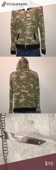 Women's Hooded Jacket Women's Heart and Hips Camo Zippered Jacket size Medium Heart and Hips Jackets & Coats