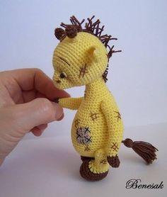 So cute - wish I could crochet! Little Giraffe / Teddy Bears & Pals / Teddy Talk: Creating, Collecting, Connecting Crochet Amigurumi, Crochet Teddy, Crochet Bear, Cute Crochet, Amigurumi Doll, Crochet Animals, Crochet Dolls, Crochet Toys Patterns, Amigurumi Patterns