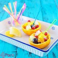 Kinderen lusten vaak fruit, niet 1 stuks. Nee, mogen ze kiezen dan kiezen ze meestal een fruitsalade. Deze salade is in ieder geval gezond en ziet er ook nog eens heel feestelijk uit! Simpel en eenvoudig dus!