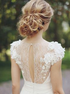 We're ringing in our Thursday with some classic romantic style of the bridal hair variety. Because how much do we love a pretty updo? Tons. It's the ultimate in sleek sophisticated, but…