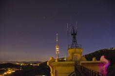 https://flic.kr/p/HosVZA | FABRA | El Observatorio Fabra es un observatorio astronómico situado en Barcelona, sobre un contrafuerte de la montaña del Tibidabo, encarado al sur, a 415 msnm. Es propiedad de la Real Academia de Ciencias y Artes de Barcelona y debe su nombre al mecenas que hizo posible su construcción, el industrial Camilo Fabra. Su actividad científica se centra en la actualidad en el estudio de asteroides y cometas. Es el cuarto observatorio más antiguo del mundo que sigue en…
