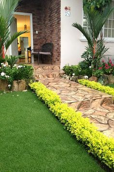 Front Yard Landscaping Ideas - Steal these low-cost as well as easy landscape design suggestions for an attractive backyard. Small Front Yard Landscaping, Tropical Landscaping, Landscaping With Rocks, Outdoor Landscaping, Tropical Garden, Landscaping Ideas, Backyard Ideas, Tropical Style, Backyard Planters