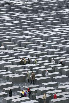 Eisenman, Peter David: Holocaust Memorial, Berlin, Germany: Architecture, Sculpture | The Red List