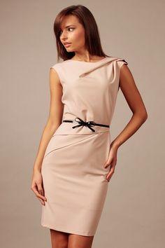Urocza sukienka mocca z ozdobną kokardką