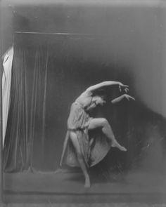 Isadora Duncan dancers photographed by Arnold Genthe 1915 Image
