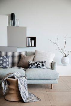 Inspiratiezaterdag, je leest het op http://www.stijlhabitat.nl/inspiratiezaterdag-no-49/ Interieur, ijsblauw, wit, grijs, natuurlijke materialen Interior, iceblue, white, grey