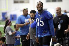 Jul 29, 2016; Allen Park, MI, USA; Detroit Lions tight end Eric Ebron (85) smiles after practice at the Detroit Lions Training Facility.  (5472×3648)