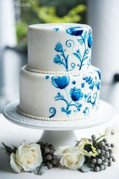 Delft blue wedding cake icing! Beautiful hand-painted pattern! DELFT BLUE GARDEN PARTY WEDDING INSPIRATION www.elegantwedding.ca (Wedding Cake Blue)