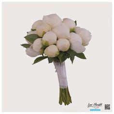 Brautstrauß mit weißen Pfingstrosen und passender Anstecker für den Bräutigam Fresh Flowers, Pentecost, Hair Jewelry, Dekoration
