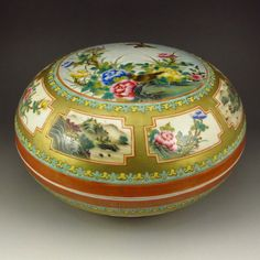 Superb Hand-painted Chinese Famille Rose Porcelain Box