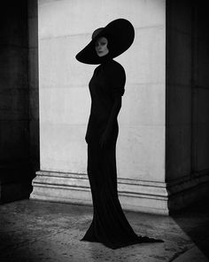 black and white fashion photography which look really cool:) Dark Fashion, White Fashion, Gothic Fashion, Vintage Fashion, Trendy Fashion, Vampire Fashion, Queen Fashion, 3d Fashion, White Photography