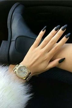 Plain n gorgeous black!!