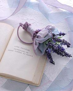 Petals&Pages 4 u! Lavender Cottage, Lavender Fields, Lavender Color, Lavender Flowers, Pretty Flowers, Lavender Crafts, Violet Aesthetic, Lavender Aesthetic, Aesthetic Colors