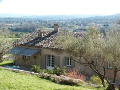 (Text automatically translated) Old country house ideally located, with a charm, amazing views, a large pool and terrace, garden of 55 acres in authentic terraces planted with 60 olive trees, facing south.