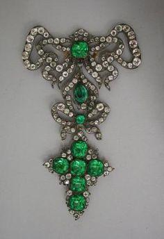 Georgian brooch with diamonds and emeralds