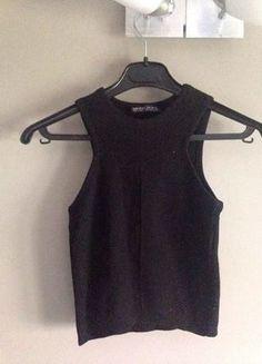À vendre sur #vintedfrance ! http://www.vinted.fr/mode-femmes/hauts-and-t-shirts-crop-tops/26661871-haut-crop-top-bershka-noir-en-maille
