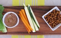 Healthy and super easy snack to make : Black Bean Hummus, and Crunchy and Spicy Garbanzo Beans Healthy Recipes, Healthy Treats, Healthy Food, Healthy Eating, Snacks To Make, Easy Snacks, Black Bean Hummus, Toddler Meals, Toddler Food