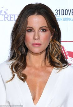 Kate Beckinsale Photos Photos - Kate Beckinsale attends The London Critic's Circle Film Awards at the May Fair Hotel on January 2017 in London, United Kingdom. - The London Critic's Circle Film Awards - Red Carpet Arrivals Kate Beckinsale Hair, Kate Beckinsale Pictures, Emma Watson, Hally Berry, Hair Flow, Half Updo, Film Awards, Celebrity Hairstyles, Beautiful Actresses