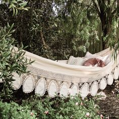 Searching for the perfect hammock for This one from is perfection Porche, Hippie Look, Hot Cross Buns, Rose Cottage, Desert Rose, Boho Gypsy, Outdoor Furniture, Outdoor Decor, Hammock