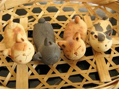 chopsticks rests (hashioki) Cat Lover Gifts, Cat Gifts, Japanese Bar, Japanese Chopsticks, Cat Vs Dog, Chopstick Rest, Ceramic Animals, Stone Carving, Clay Projects