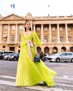 Mother of bridezilla Heart Evangelista Style, Mark Bumgarner, Velvet Fashion, High Fashion, Paris Fashion, Fashion Stylist, Beautiful Gowns, Sexy Dresses, Fashion Outfits