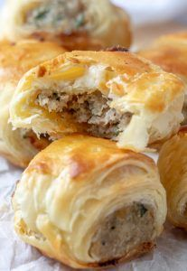 Sausage Rolls - An Easy Fun Party Appetizer! - Recipes to try - Puff Pasty Sausage Rolls - Finger Food Appetizers, Appetizers For Party, Appetizer Recipes, Dip Recipes, Simply Recipes, Snack Recipes, Puff Pastry Appetizers, Sausage Roll Recipes, Super Bowl Recipes