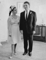 Liz Taylor in abito da sposa con Richard Burton