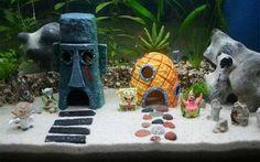 Ooooooh wer lebt in 'ner Ananas ca. 30 Centimeter tief in deinem Aquarium? Deine Fische! Hol Dir Bikini Bottom nach Hause und pimpe dein Aquarium mit Spongebobs Ananas, Thaddäus Osterhinselhaus oder der Krossen Krabbe. Nette Abwechslung und grandioser Look.