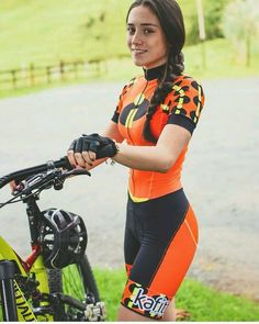 Disponible para entrega inmediata en colores Neón naranja, amarillo y rosado Para información y pedidos escríbenos vía WhatsApp o DM Mountain Biking Women, Road Bike Women, Bicycle Women, Bicycle Race, Bicycle Girl, Women's Cycling, Cycling Girls, Cycling Shorts, Cycling Jerseys
