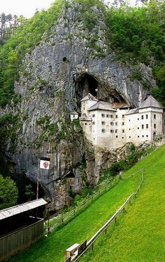 Predjama Castle, Slovenia – Amazing Pictures - Amazing Travel Pictures with Maps for All Around the World Places Around The World, Oh The Places You'll Go, Places To Travel, Places To Visit, Around The Worlds, Beautiful Castles, Beautiful Buildings, Beautiful Places, Beau Site