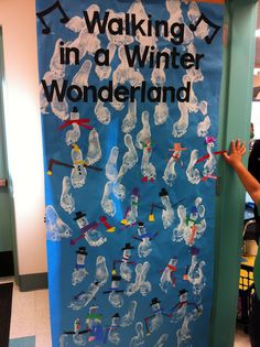 Footprint Snowmen!!!oh what ! :)  i could of done this for my door :(