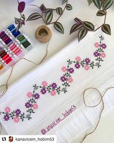 Cross Stitch Bookmarks, Mini Cross Stitch, Cross Stitch Borders, Cross Stitch Embroidery, Hand Embroidery, Crochet Granny, Filet Crochet, Nativity, Diy And Crafts
