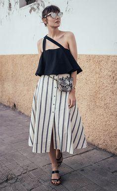 Street style / saia midi. / mini bolsa