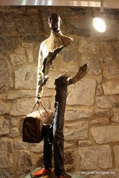 Bronze sculpture by French artist and sculptor Bruno Catalano. The special feature of Bruno Catalano's sculptures is the lacking mid section. Art Sculpture, Modern Sculpture, Wooden Sculptures, French Sculptor, No Photoshop, French Artists, Installation Art, Metal Art, Amazing Art