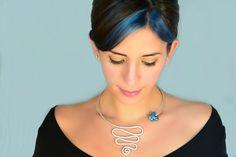 """Collana regolabile in alluminio serpente martellato a mano e ceramica greca azzurra essenziale boho chic """"Sue"""" di Cuony su Etsy https://www.etsy.com/it/listing/269802850/collana-regolabile-in-alluminio-serpente"""